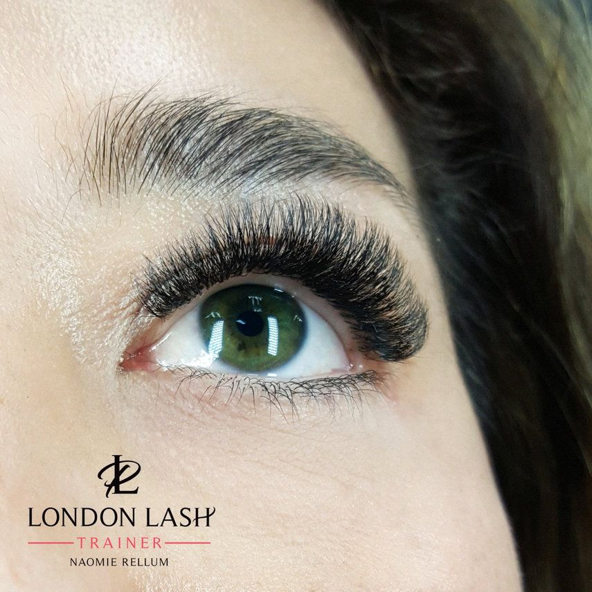 e093a59d71a GROEP London Lash Pro RUSSIAN VOLUME & STYLING - Wimperextensions  benodigdheden